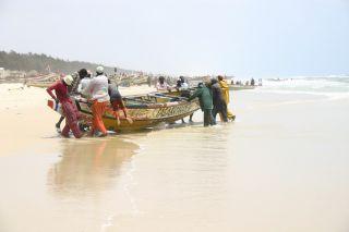 Sénégal - Plage pêcheurs ©Olivertrips