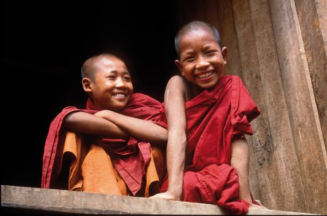 Voyager pour comprendre - moinillons au Cambodge
