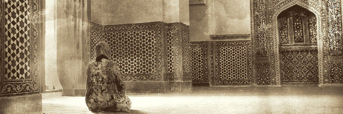 Femme à la prière - Sarmacande - Ouzbékistan © Norbert Sayou